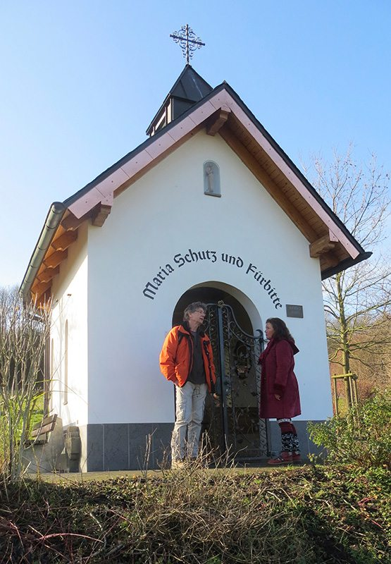 Erste Station auf unserem Weg – die kleine Kapelle Maria Schutz und Fürbitte (Foto Irene Winkler)