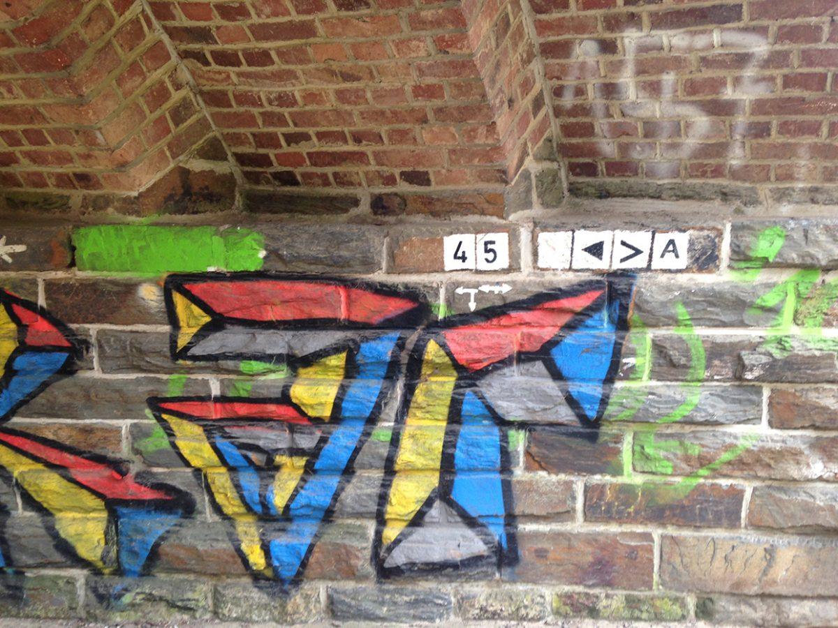 Hier steht ein Foto mit dem Titel: Graffiti, Mural, auf jeden Fall Kunst unter der Unterführung bei Altenburg (Foto: Hans-Joachim Schneider)