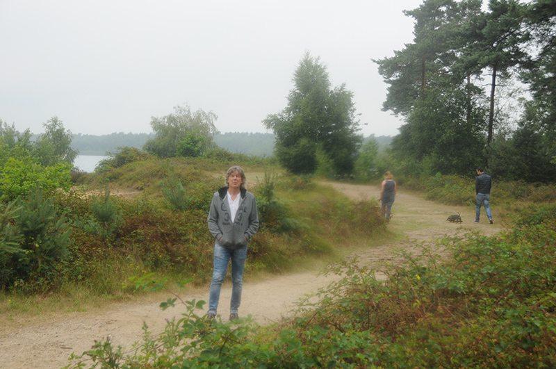 Hier steht ein Bild mit dem Titel: Verkehrte Welt in Holland: Zee ist Meer und Meer ist Zee oder wie: Ich jetzt hier am Reindersmeer (Foto: Britta Verhaag)