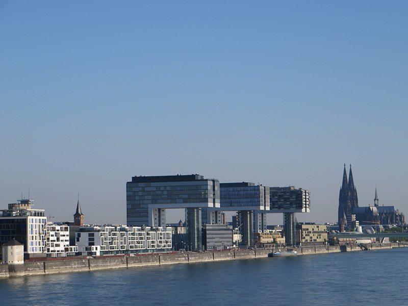 HIer steht ein Bild mit dem Titel: Sie prägen das Bild des neuen Köln – die Kranhäuser (Foto: Hans-Joachim Schneider)