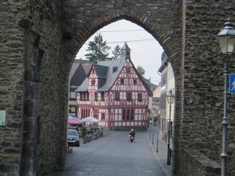 Stadtmauer, Stadttor, Fachwerk, Mittelalter, Autos